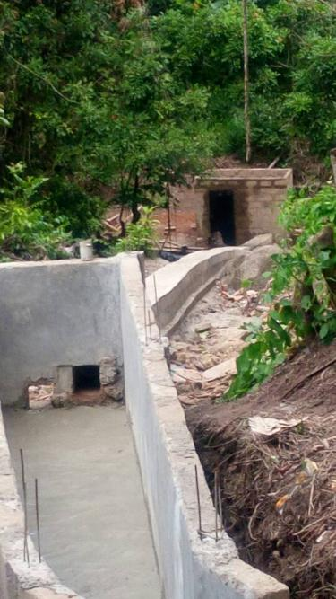 Guinean teacher builds a dam to power up his entire village